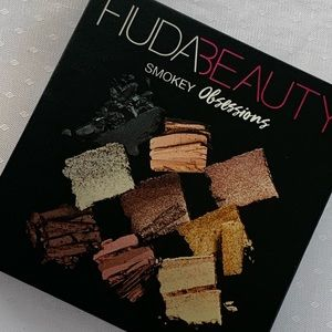 Huda beauty/ Smokey Obsessions/ new